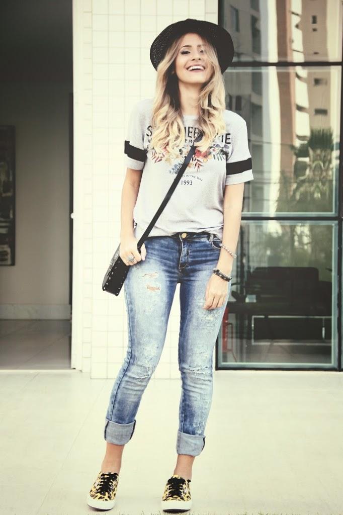calça jeans com barra dobrada