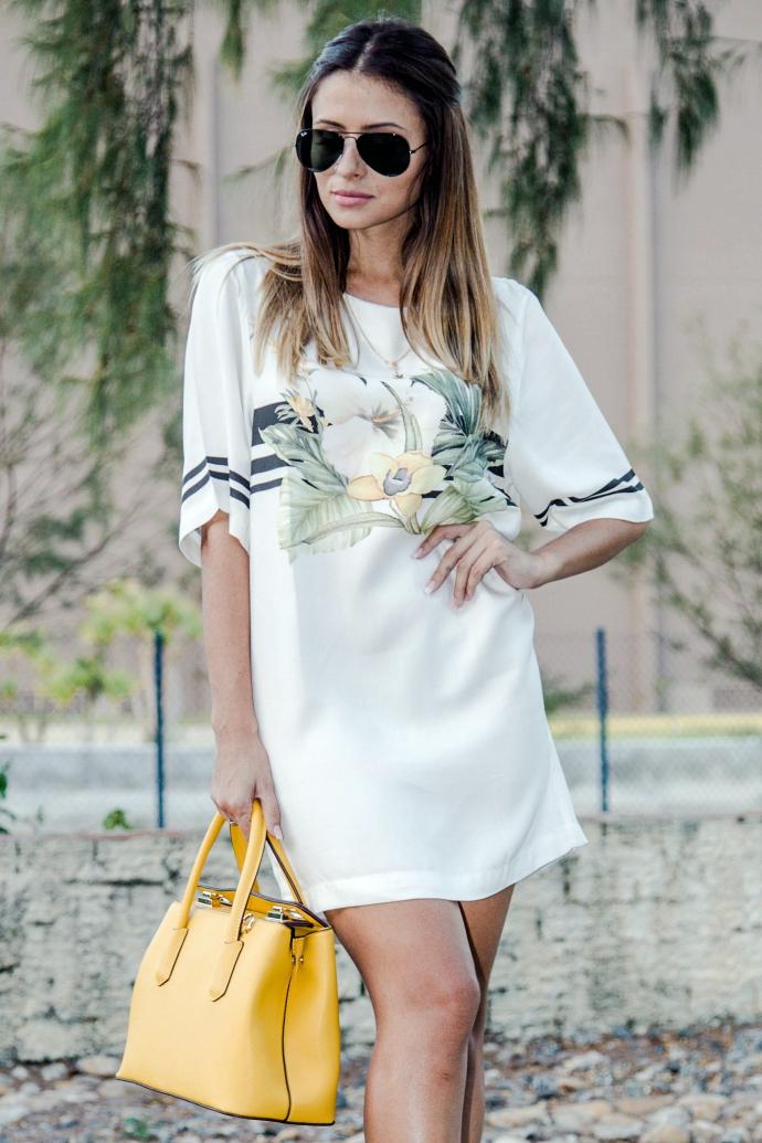 vestido estampado com scarpin